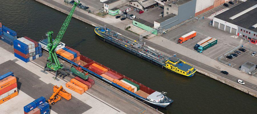 Albertkanaal_Containerschip_bij_Gosselin
